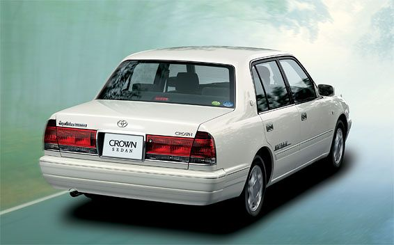 Toyota Crown Sedan 2