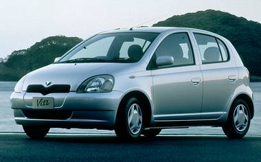 Toyota Vitz F D PACKAGE SKYBLUE VER 4WD 3DOOR MT 1.3 (2000)