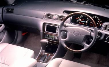 Toyota Mark II Qualis 3
