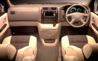 Toyota Granvia 3