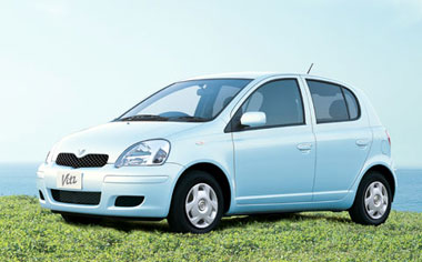 Toyota Vitz F L PACKAGE 4WD 5DOOR MT 1.3 (2002)