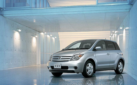 Toyota IST 1.3F AT 1.3 (2005)