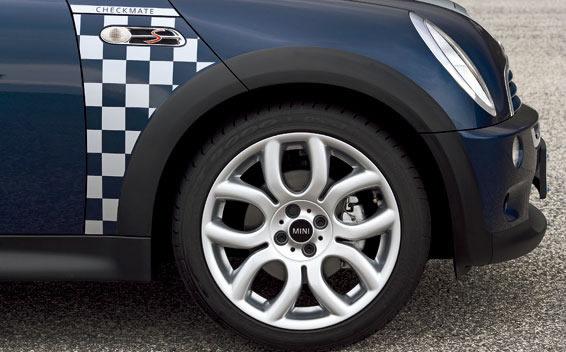 BMW MINI Checkmate 8