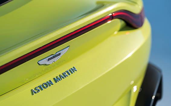 Aston Martin V8 Vantage 11