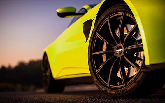 Aston Martin V8 Vantage 12