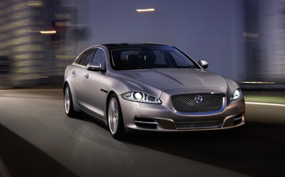 Jaguar XJ Series 3.0 PORTFOLIO LHD AT 3.0 (2013)