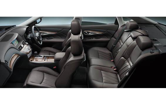 Nissan FUGA HYBRID 7
