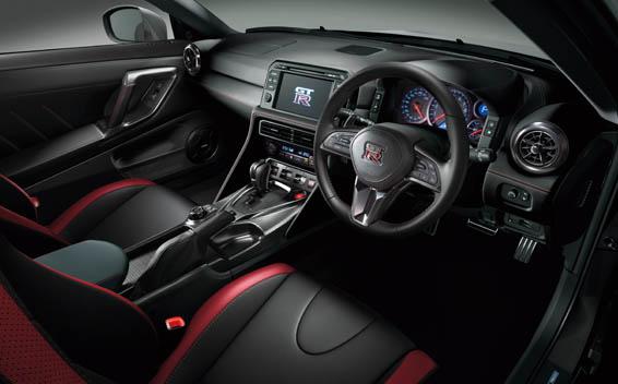 Nissan Nissan GT-R 11