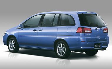 Nissan Prairie Liberty 2