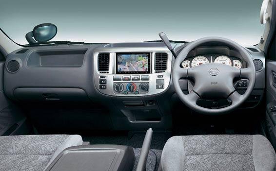Nissan Caravan Coach 3