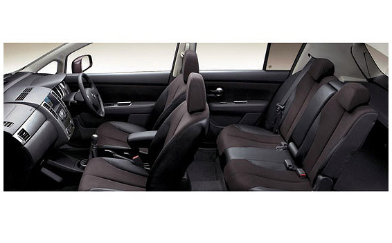 Nissan Tiida 4