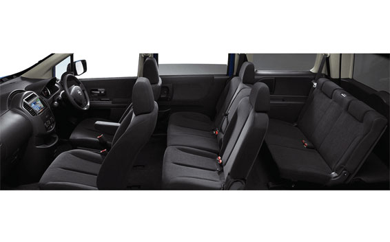 Nissan Lafesta 6