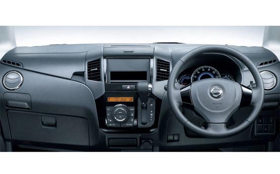 Nissan ROOX 4