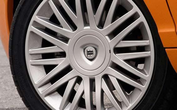 Lancia Ypsilon 6