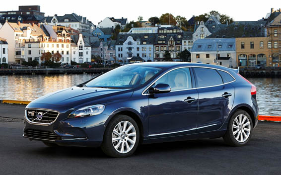 Volvo V40 CROSS COUNTRY D4 RHD AT 2.0 (2015)
