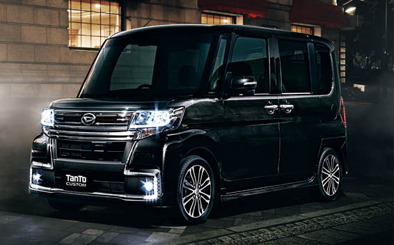 Daihatsu Tanto Custom 1