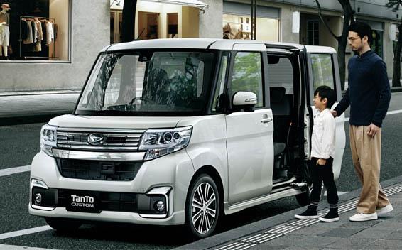 Daihatsu Tanto Custom 5