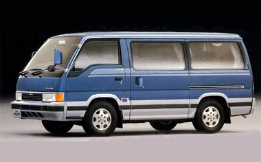 Nissan Homy Coach 1