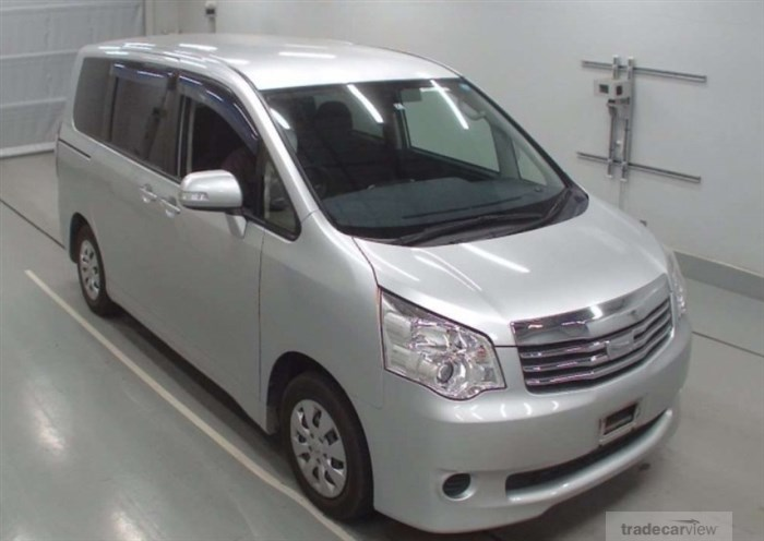 2014 Toyota Noah ZRR70G Excellent Condition